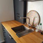 Petite cuisine, cuve sous-plan, robinet inox