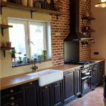 Cuisine néo-rustique, façade chêne massif, laqué, vieilli, vernis